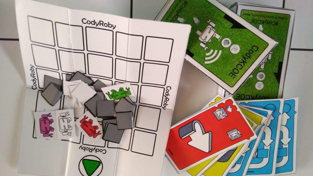 kit per giocare gratuitamente e imparare il coding in maniera semplice e intuitiva. Coding unplugged è un modo di imparare il pensiero computazionale senza uso di robot