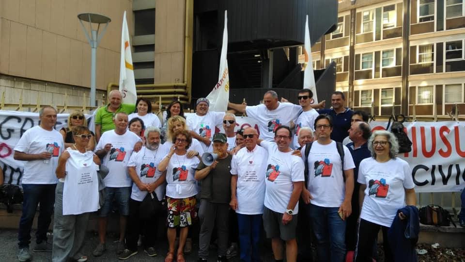 gruppo comitato civico in manifestazione