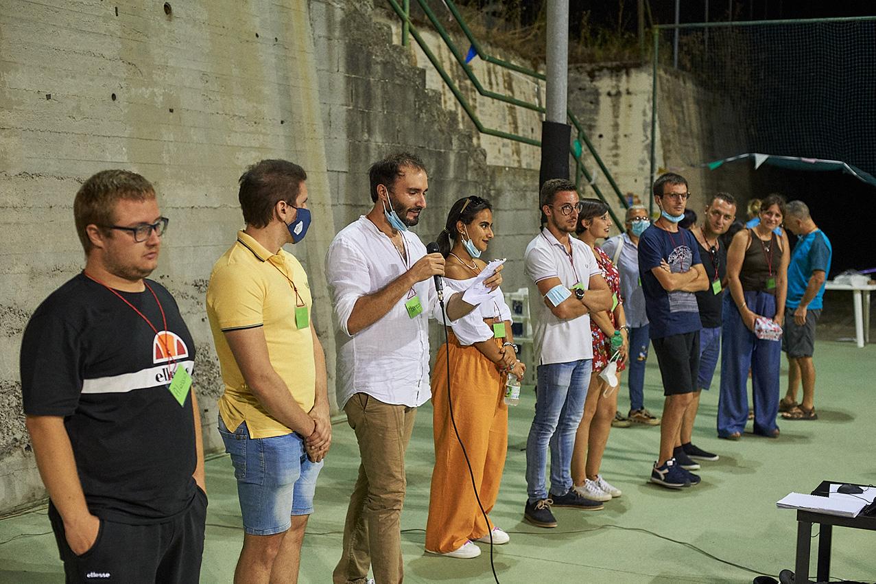 squadra del centro estivo Energyfun con i membri di Polygonal e ASD Julia - presentazione della serata con i genitori e i bambini del centro estivo