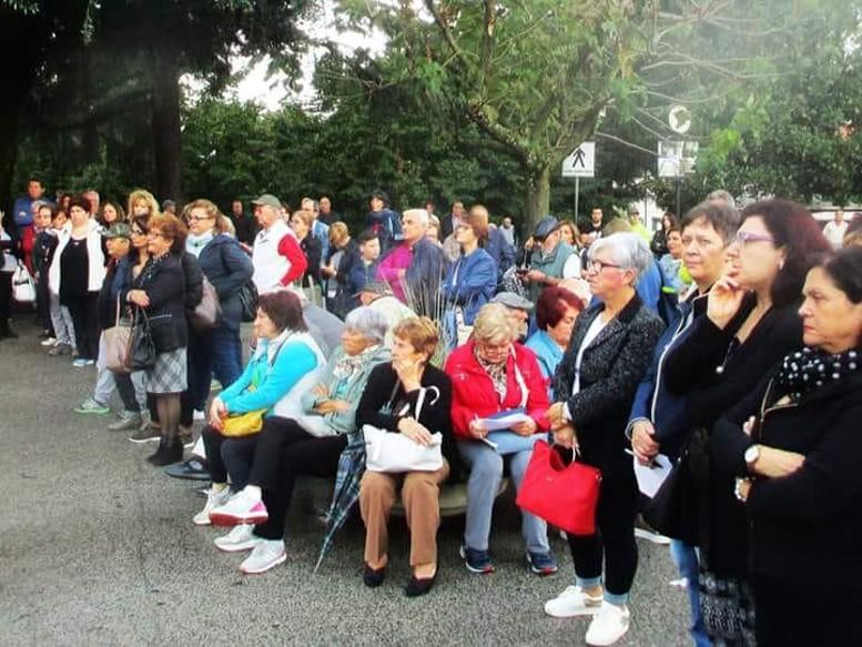 giornata di manifestazione in piazza con anziani per l'apertura dell'ospedale